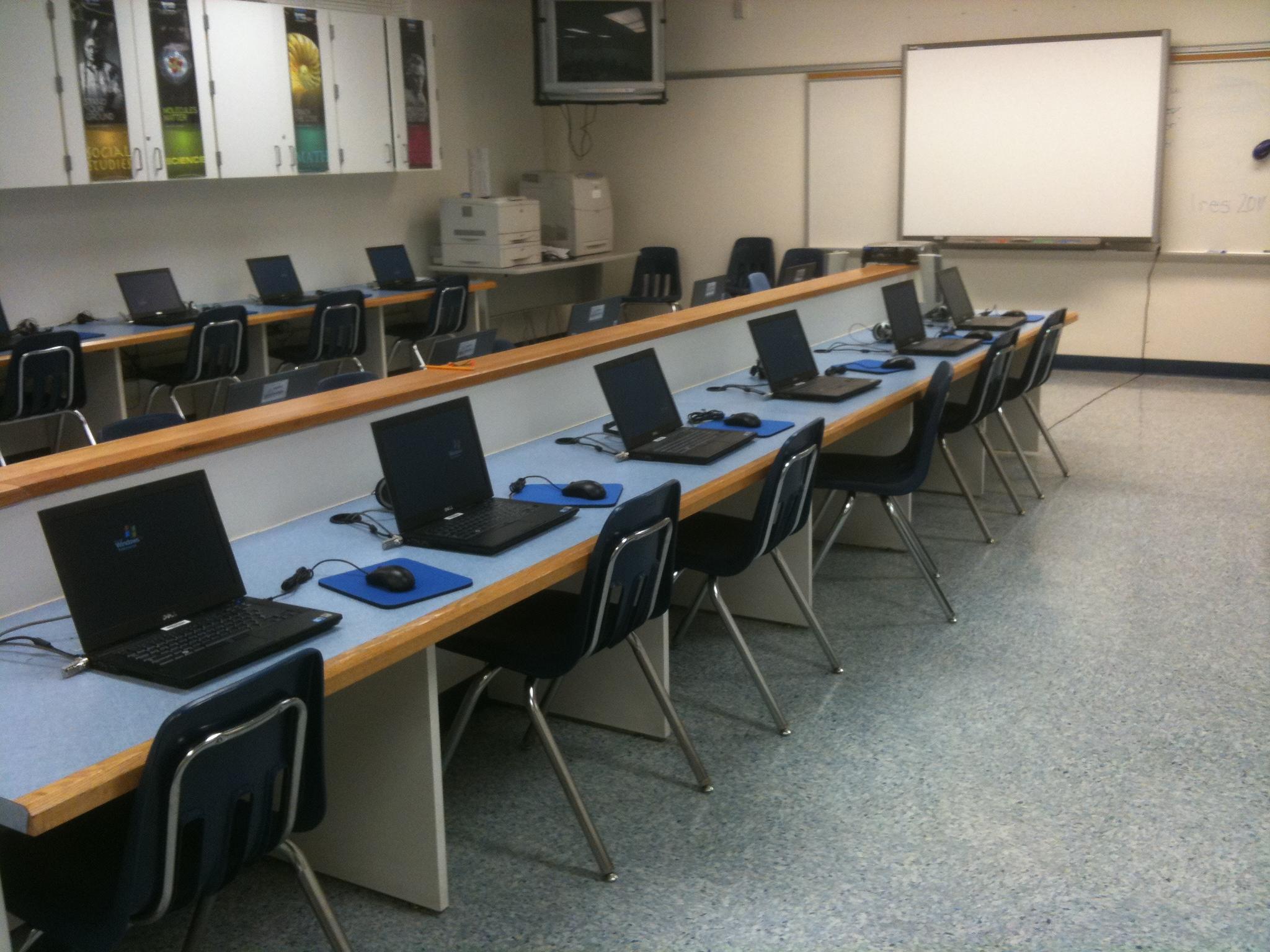 Laptop Labs—Computer Lab Laptop Tables, Laptop Computer Desks ...